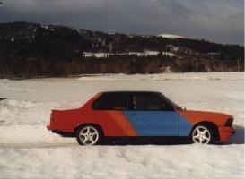 BMW 323 E21 fargekart 1