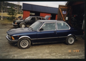 BMW 323 E21 fargekart 7